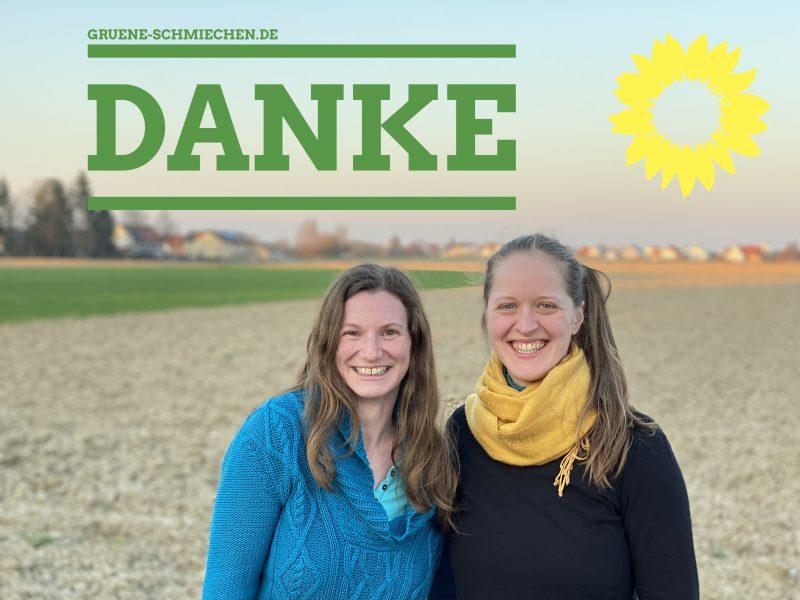 """Sophie Schweyer und Katharina Velt, im Hintergrund Schmiechen. Auf dem Bild steht groß """"Danke""""."""